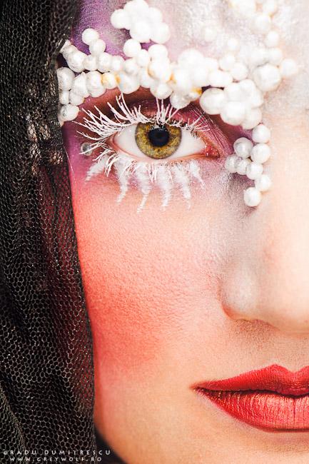 Fotografie portret beauty avand ca subiect un machiaj decorativ de iarna