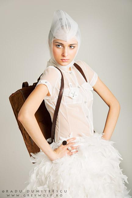 Fotografie fashion - colecție Carmen Emanuela Popa, fotografie de studio realizată de Radu Dumitrescu
