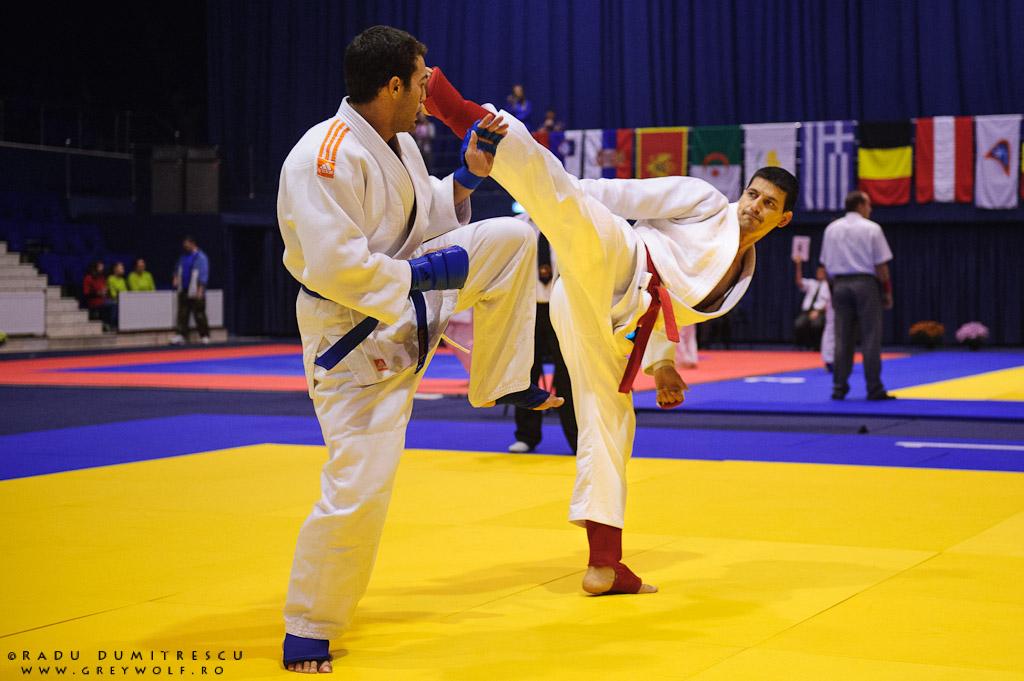 Imagine cu Lixandru Viorel, în timpul campionatului Balcanic de Ju-Jitsu