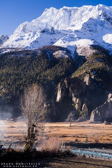 Peisaj montan din Manang, Braka — Nepal 2010.