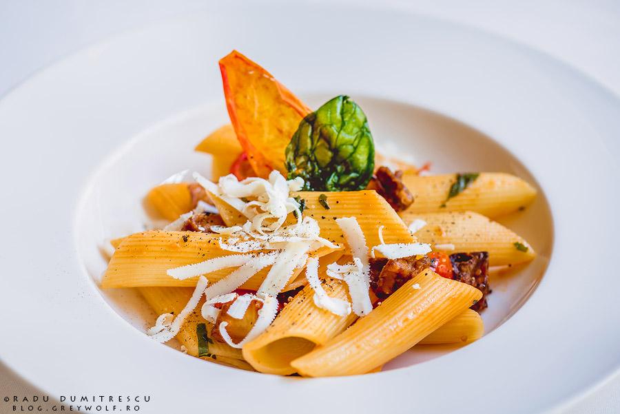 fotografie culinara, paste cu vinete, chef Marco Magri - restaurant Roberto's - Athenee Palace Hilton - foto Radu Dumitrescu