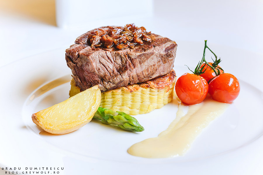 Mușchi de vită cu sos de parmezan, chef Marco Magri - restaurant Roberto's - Athenee Palace Hilton - foto Radu Dumitrescu