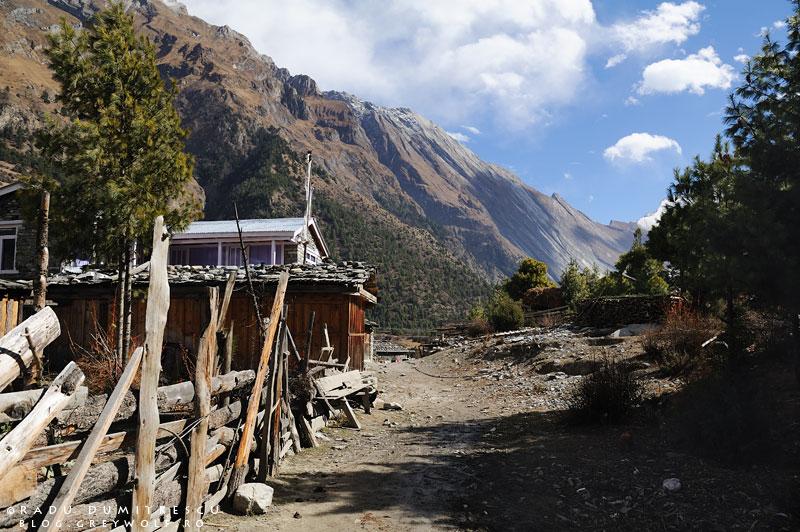 11-landscape-lower-pisang-manang-mountain-biking-annapurna-circuit-foto-radu-dumitrescu