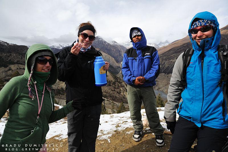 Poză de grup: Meytal, Janelle, Padam și Alina