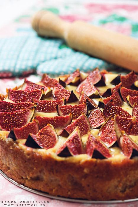Poza cu mancare - desert cheesecake cu fructe - smochine