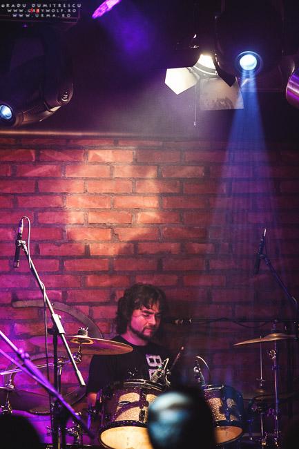 Toboșarul trupei URMA, Dominic Csergo, în timpul concertului aniversar de 10 ani - Cluj - Euphoria Music Hall, 2013.