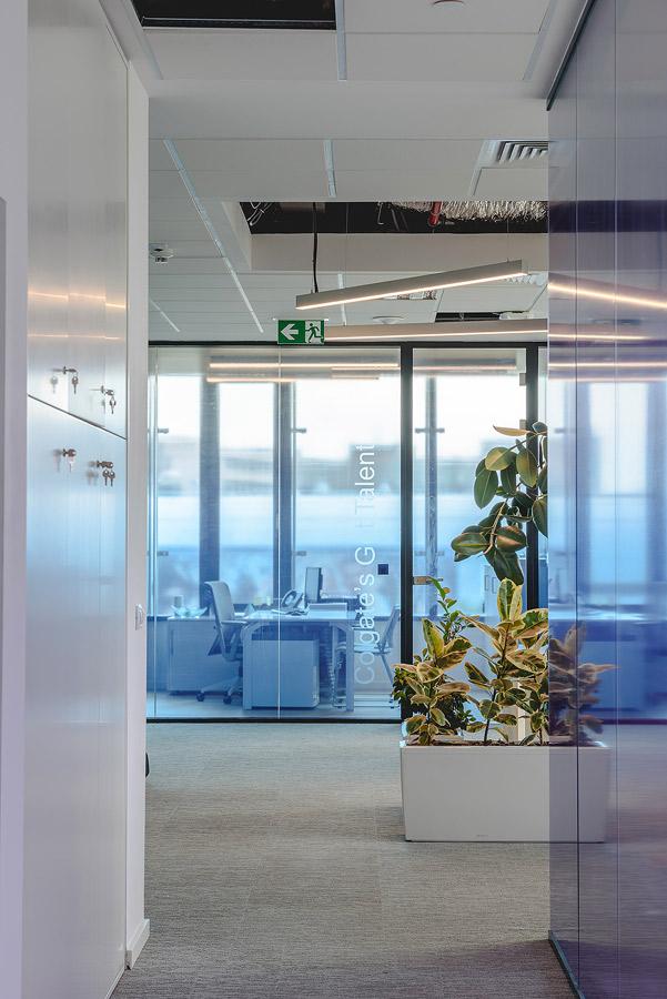 Fotografie de interior cu biroul Colgate România