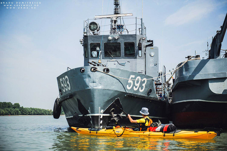 Nave militare văzute în portul Tulcea din caiac